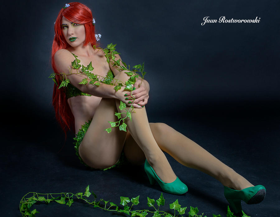 Poison Ivy  Waits.. by CuteyKitty