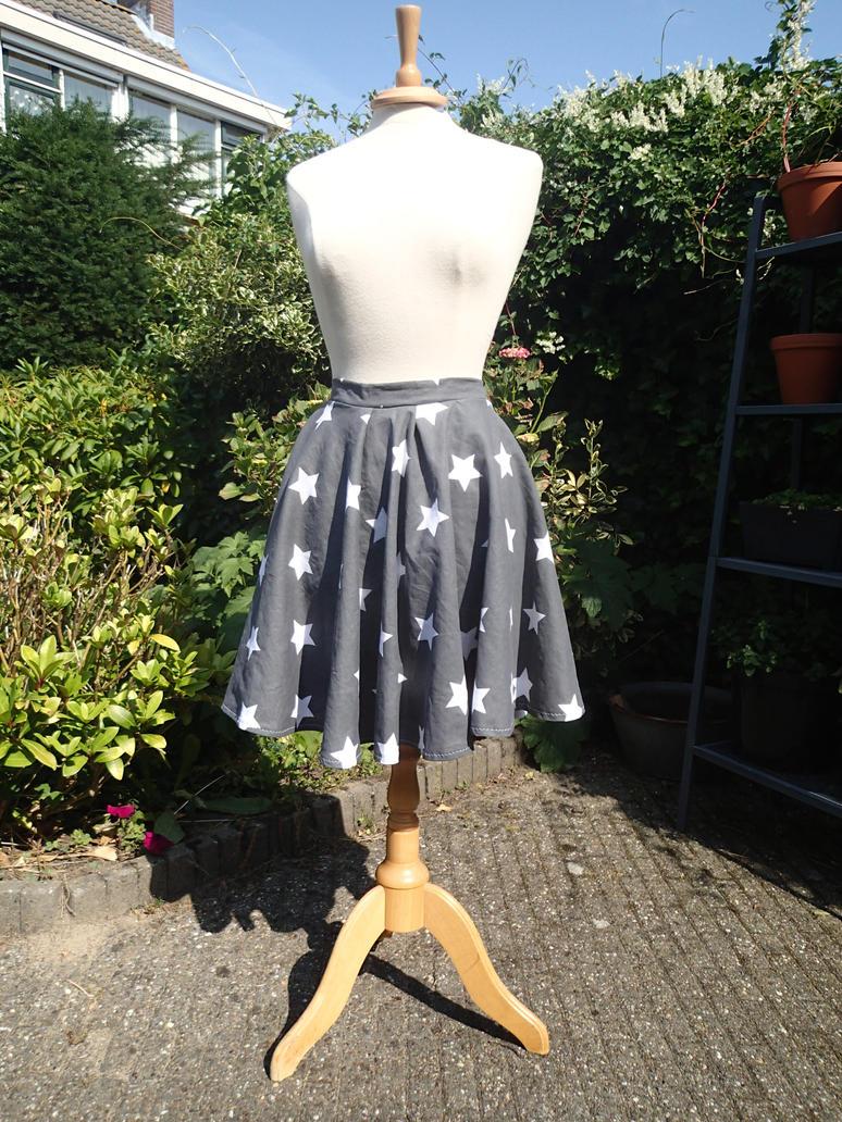 Cute summer circle skirt by KiraVanndrea