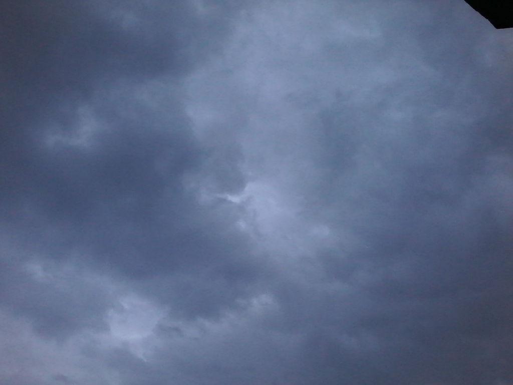 Sky 002 by shiajafari