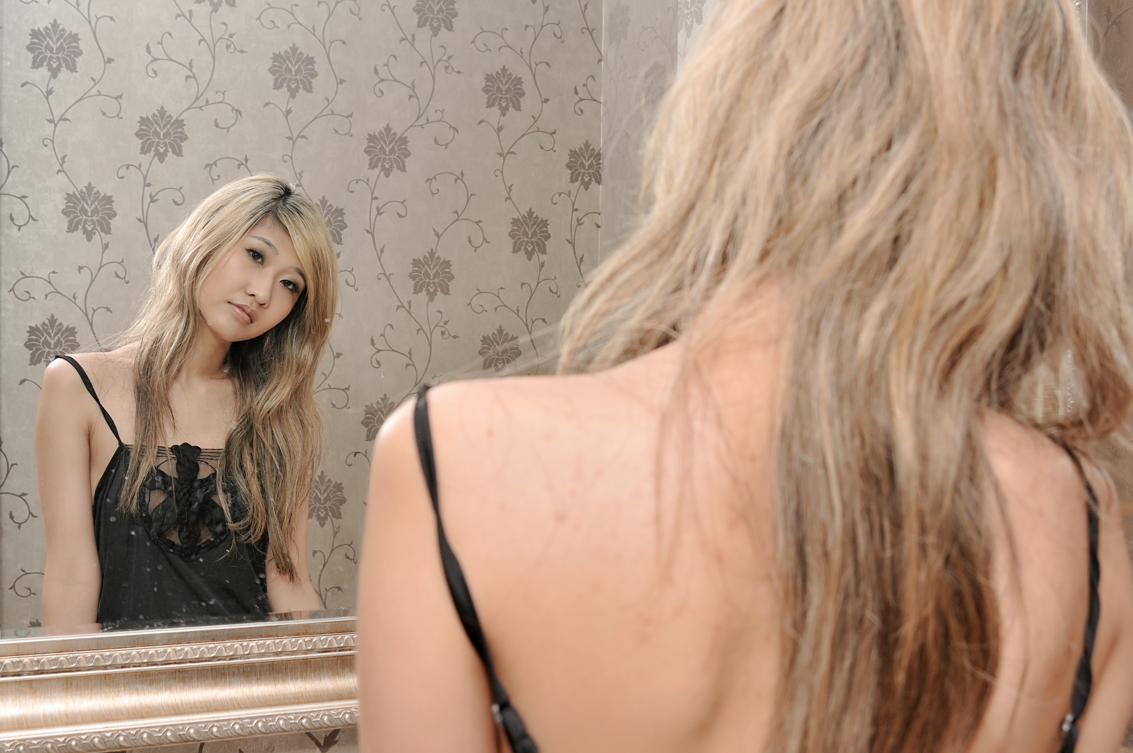 Girl in the mirror by caenerys