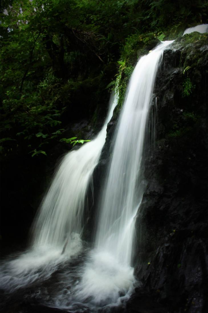 Two Waterfalls by medicorefluff