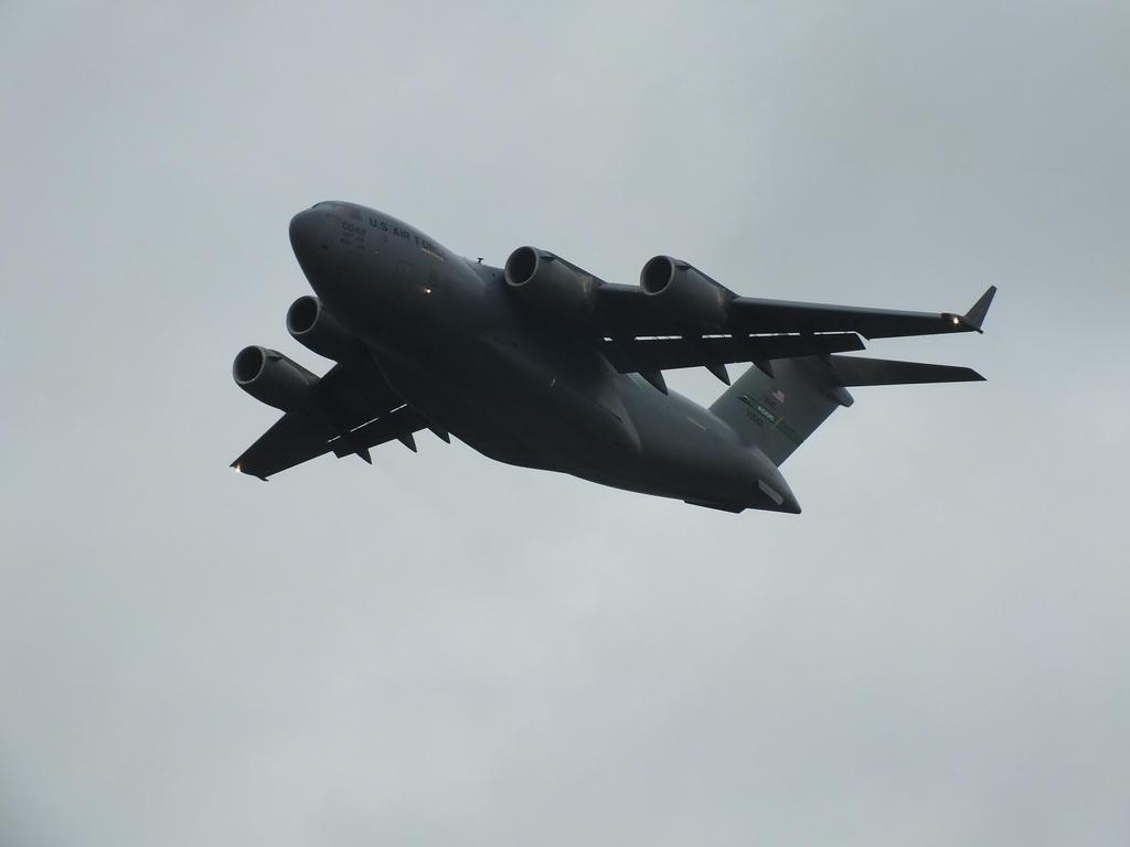 USAF C-17 70042 by damenster