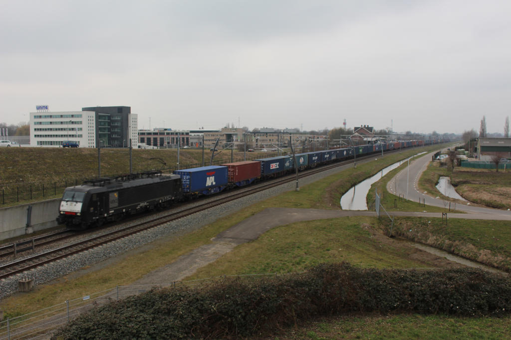 ERS 189 ??? with container train by damenster