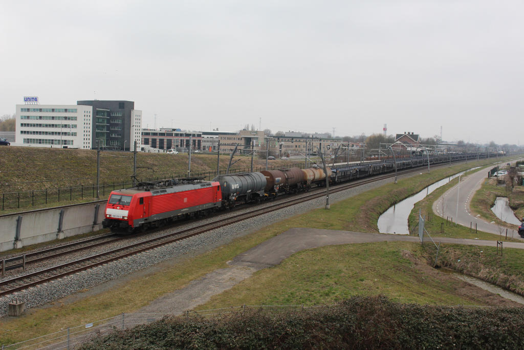 DBS 189 076 with mixed train by damenster