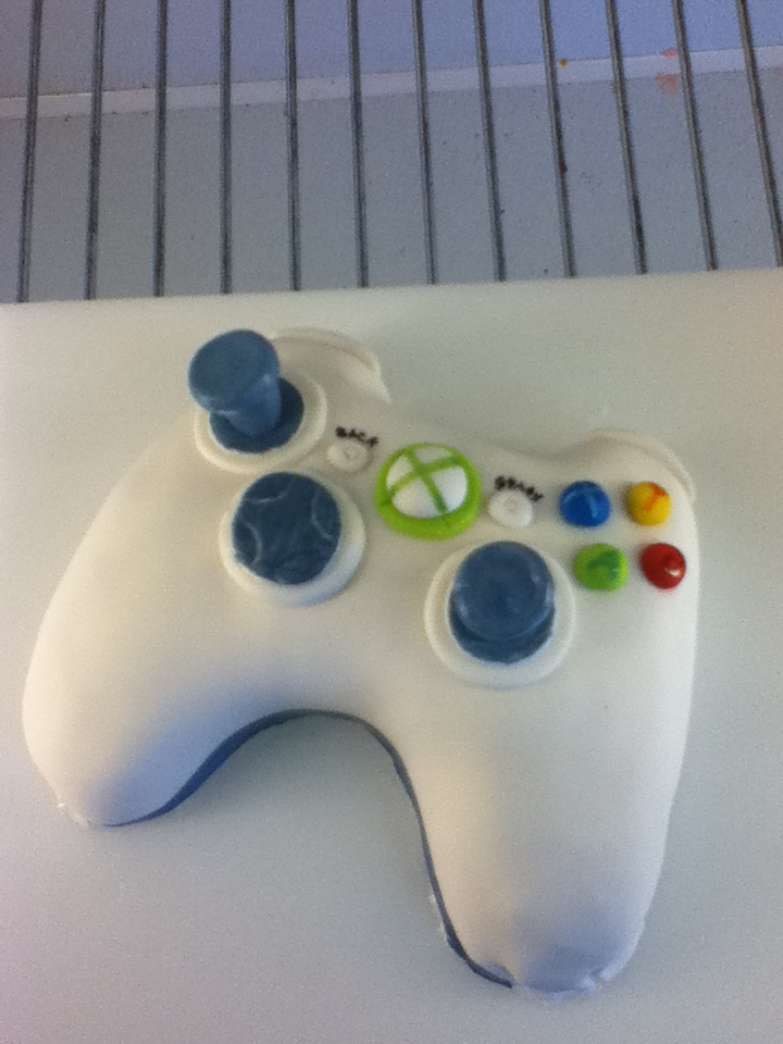Xbox 360 Mini Cake by Timtendo