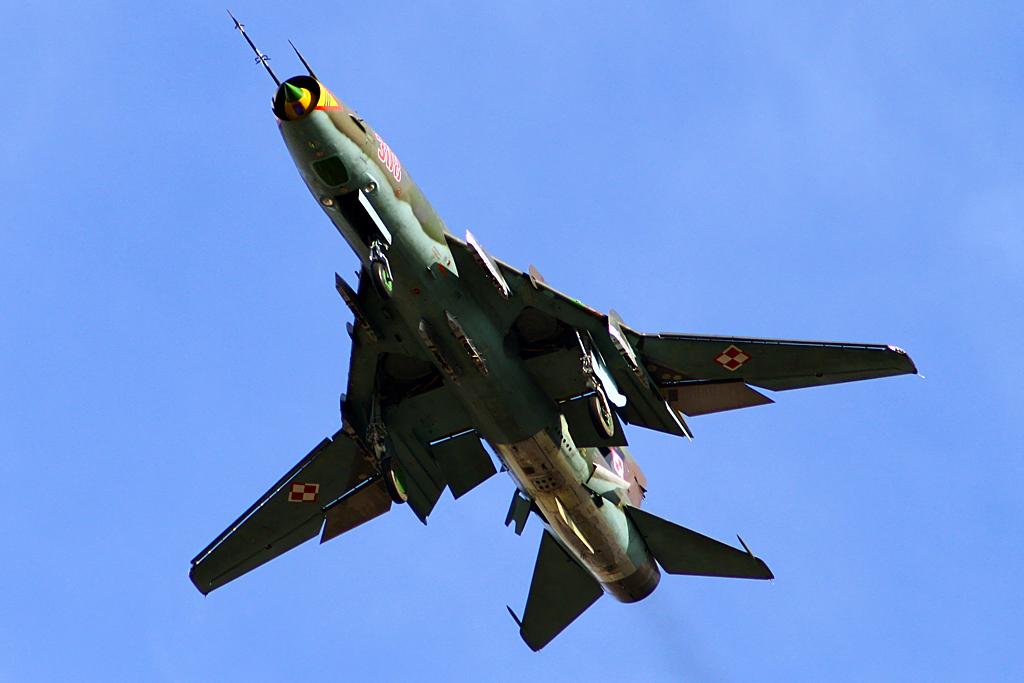 Sukhoi Su-22UM3K 308 by QmP3L
