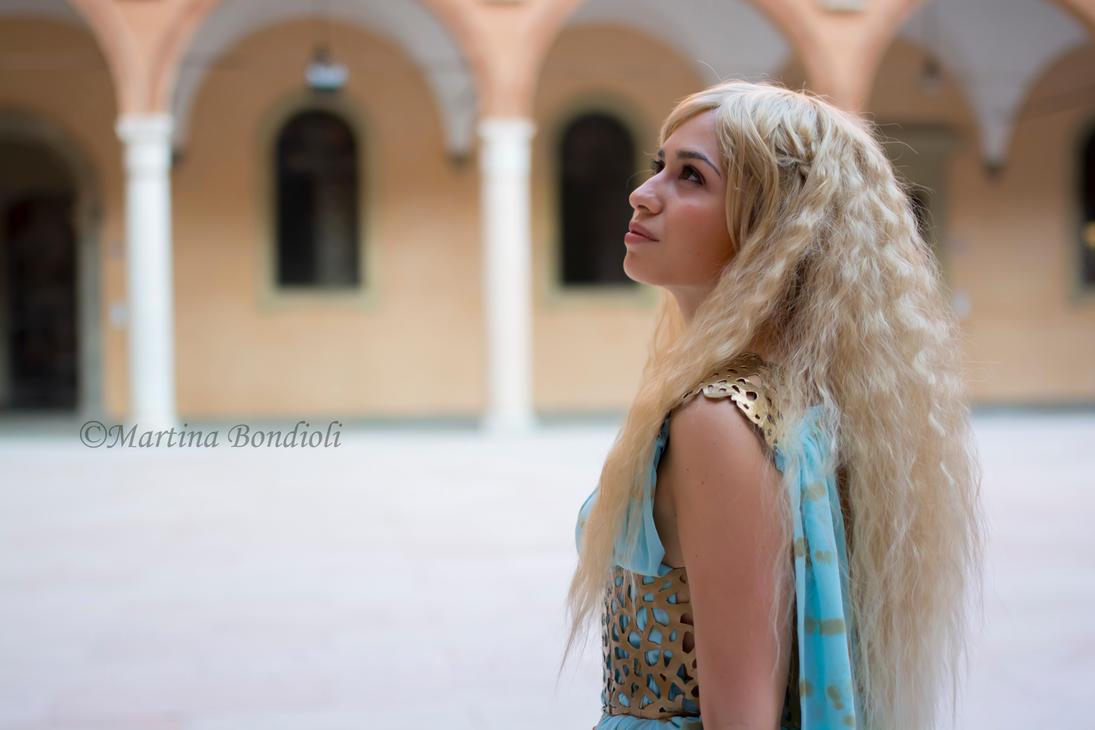 Daenerys Targaryen - Game of Thrones cosplay qarth by ely707