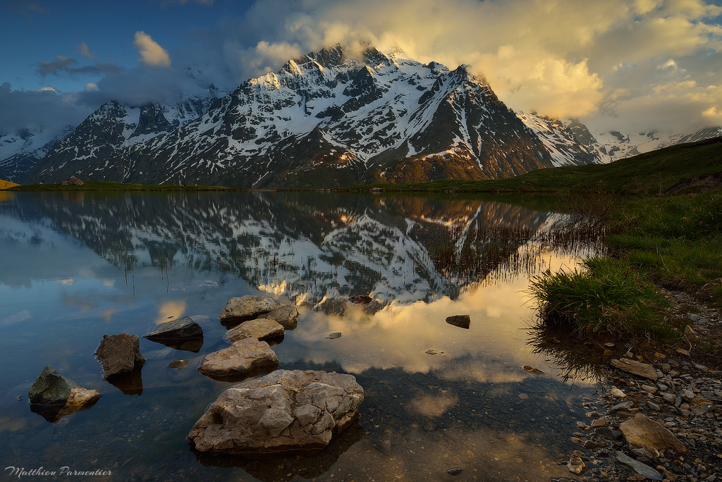 Giant Reflection by matthieu-parmentier