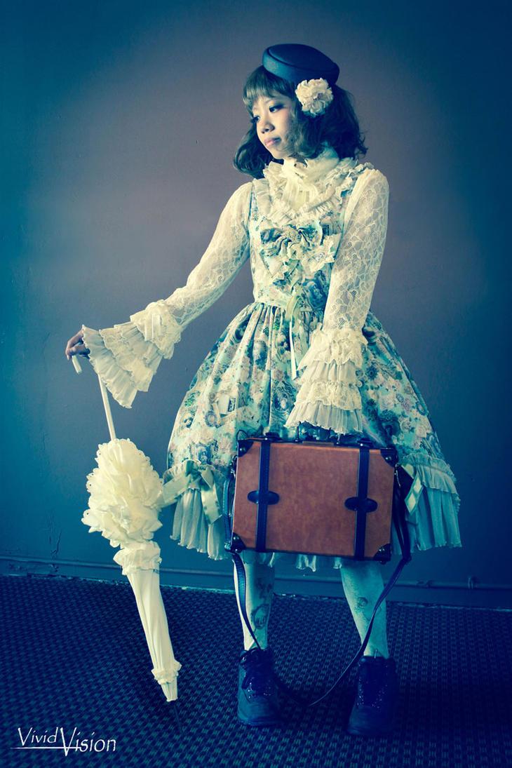 Travelling Lolita by vi-ki