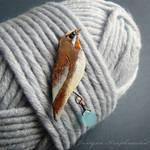 Siberian rubythroat brooch