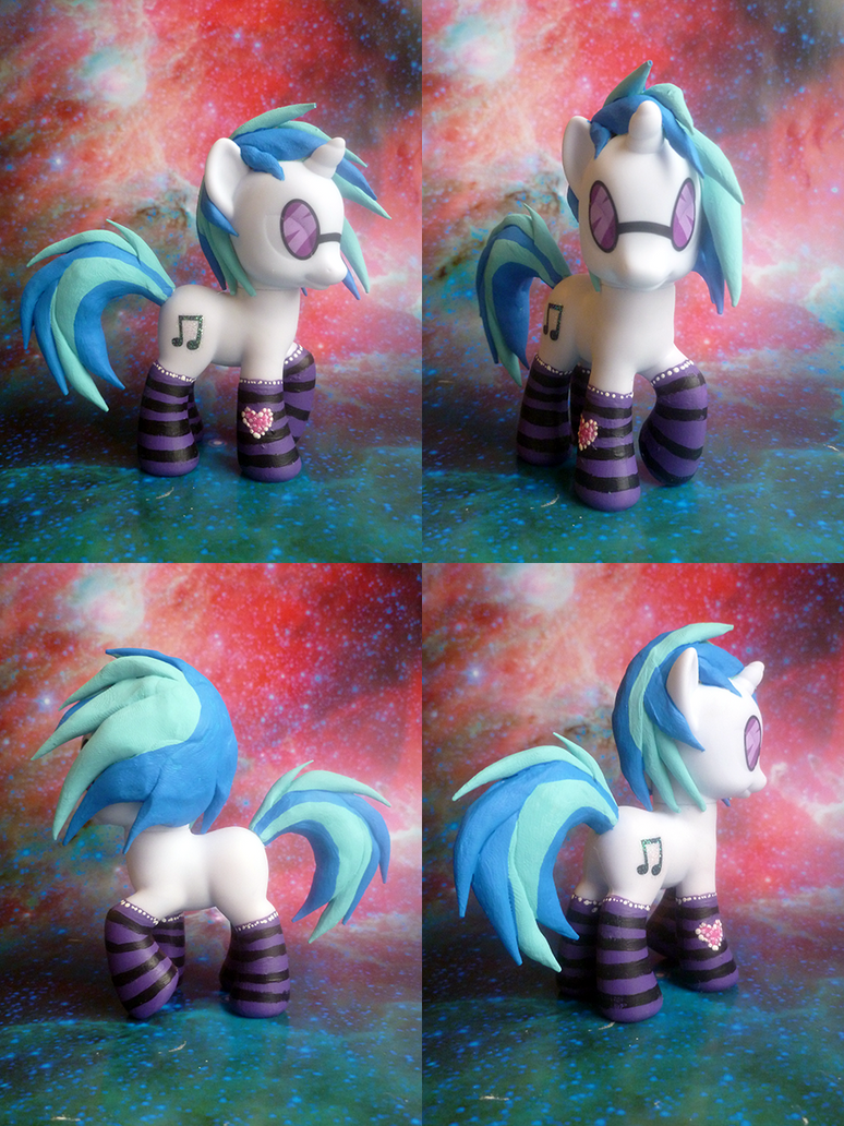 Vinyl Scratch with Socks by mooncustoms