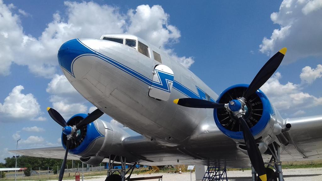 Li-2T by RetroMarten