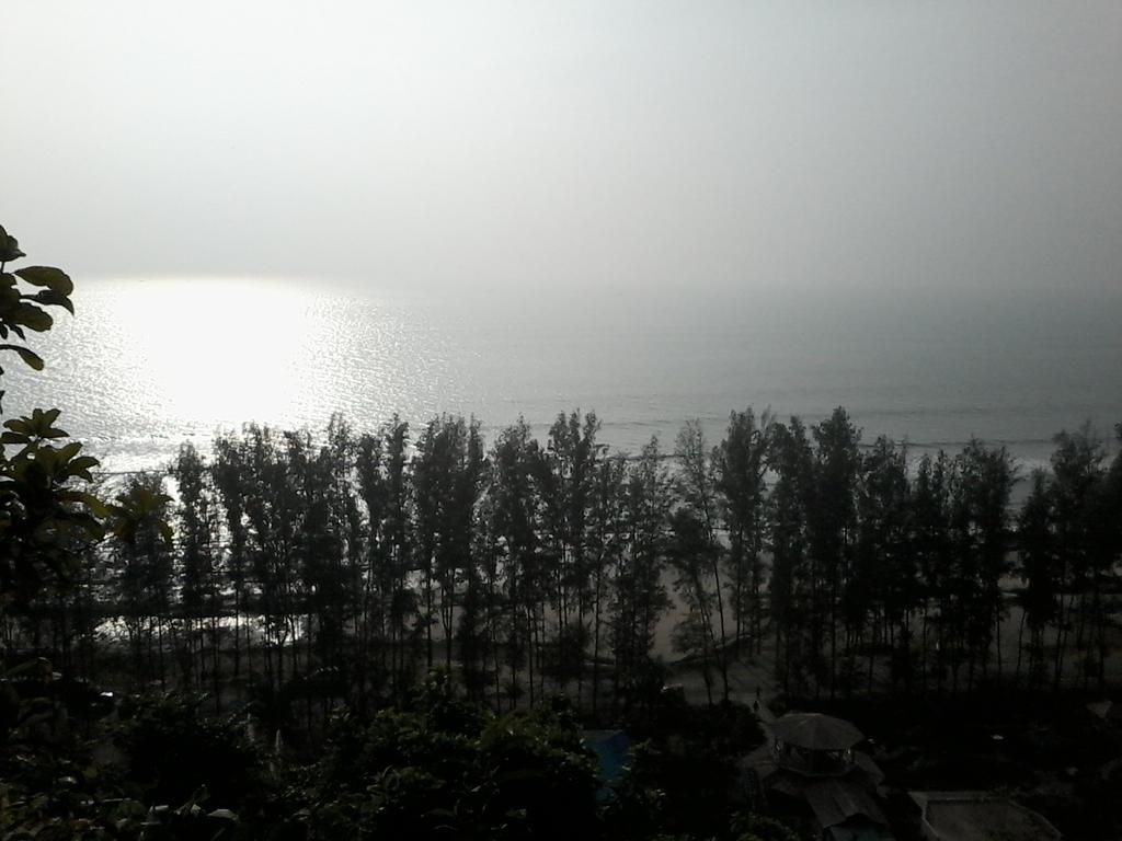sun on the ocean by nobodynn