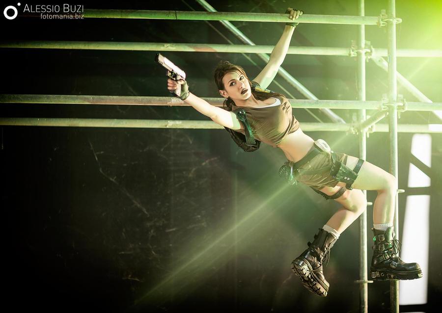 Lara Croft - Tomb Raider Legend   Flying