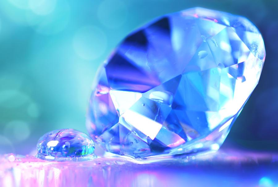 visible light - Why do diamonds shine? - Physics Stack Exchange