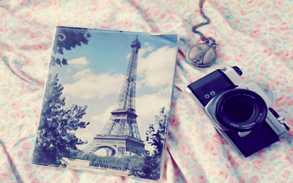 Wall Love Paris By Analaurasam