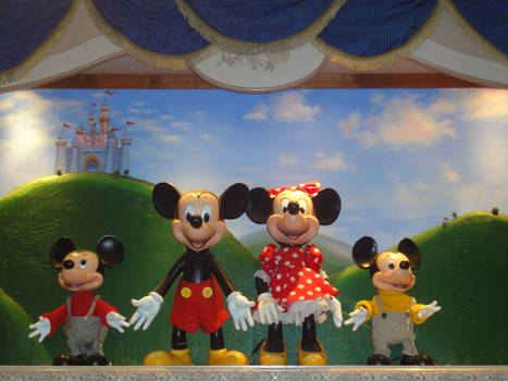 Mickey and Minnie with his newews