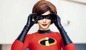 Gal Gadot as Mrs. Incredible for Halloween