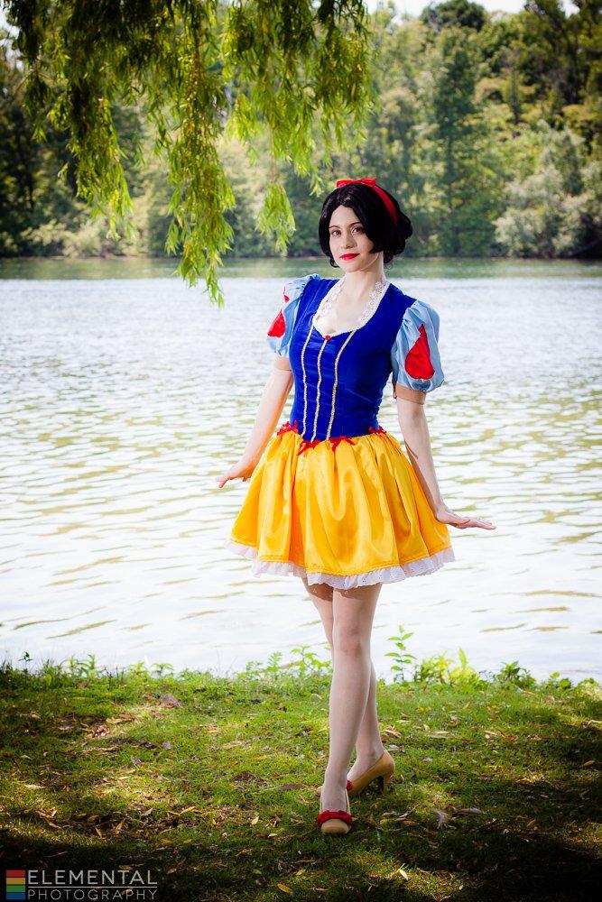 Snow White Lolita by straywind