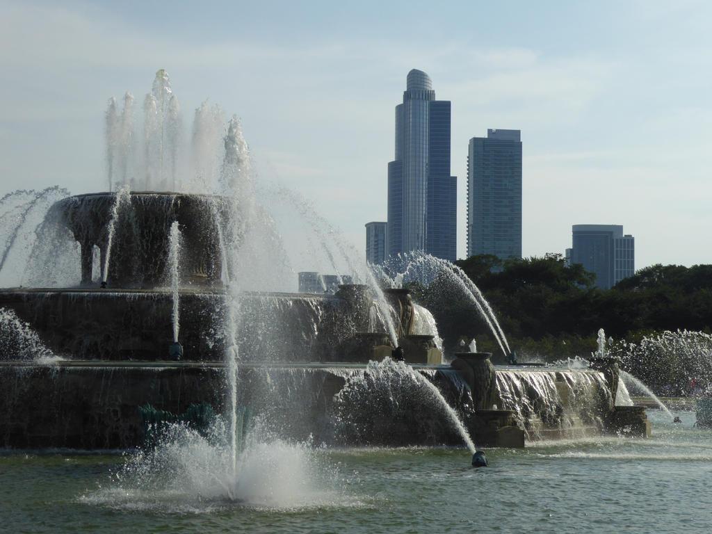 Buckingham Fountain by ArtByCleeland