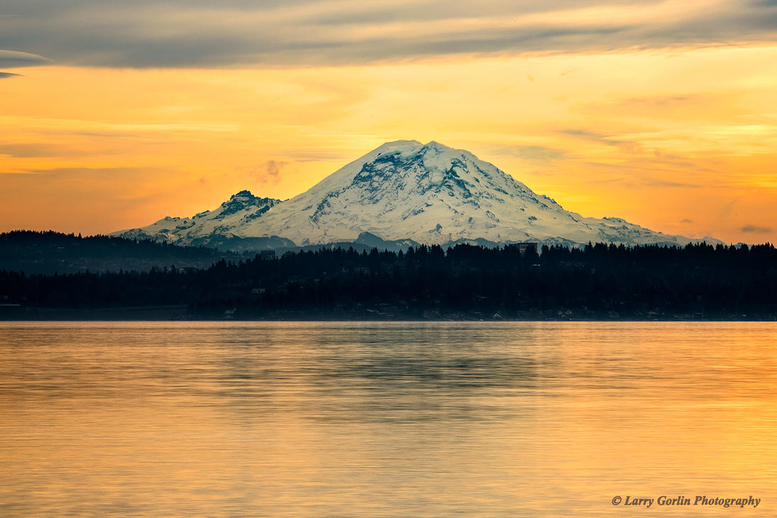 Mount Rainier by LarryGorlin