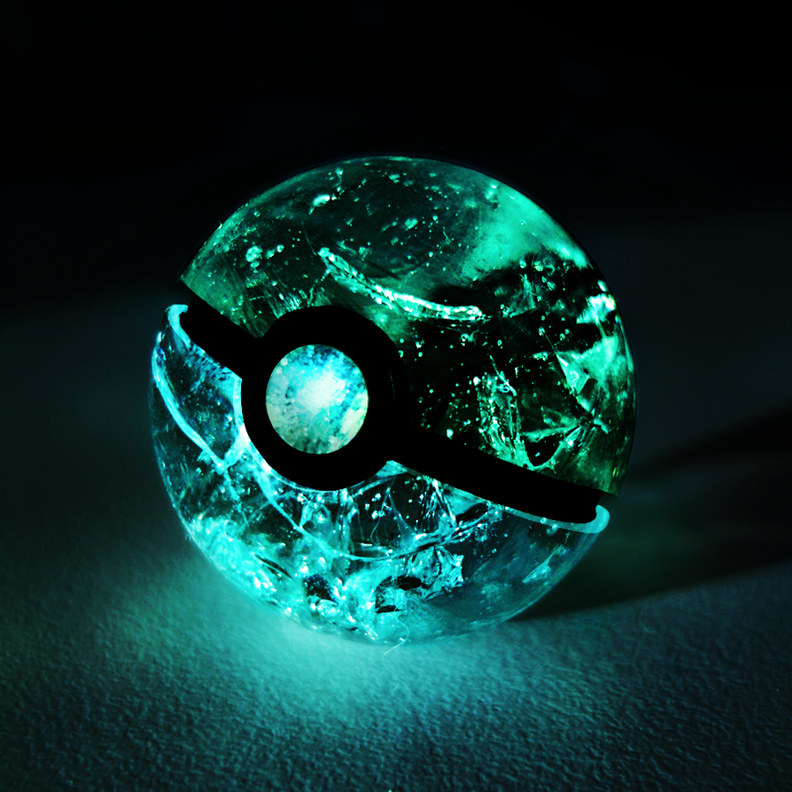 Crystal Pokeball by Marzarret