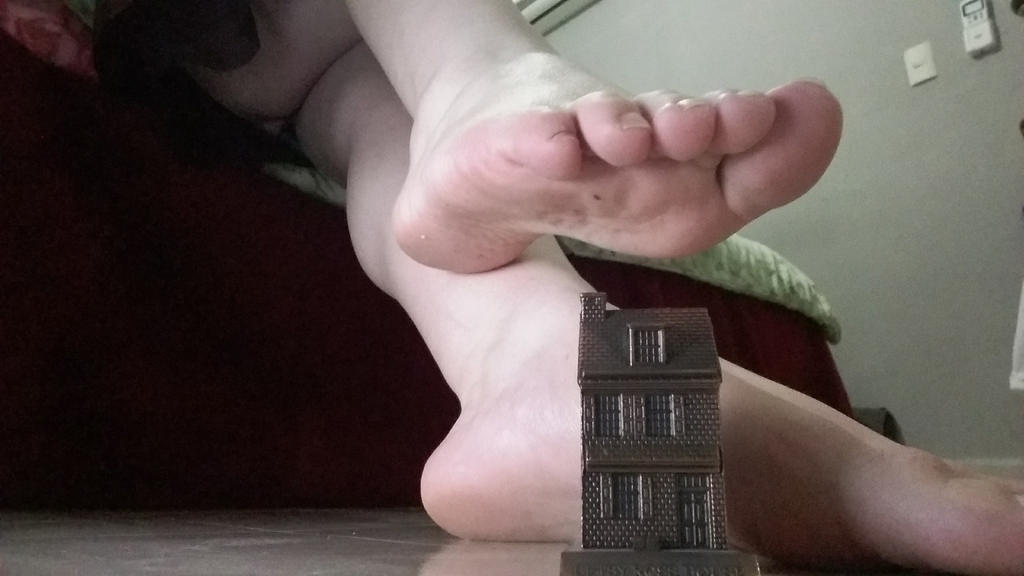 A real giantess by ureich