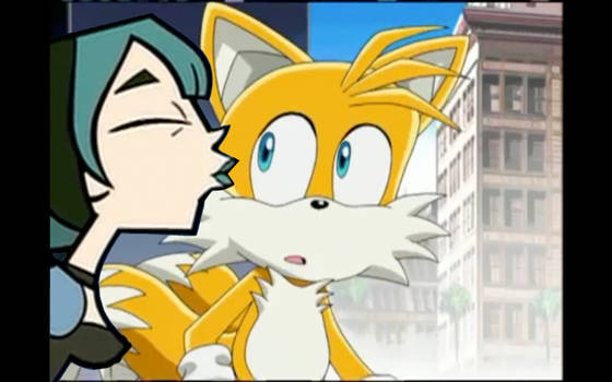 Gwen Kissing Tails
