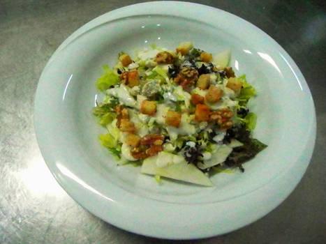 Summer sald with gorgonzola
