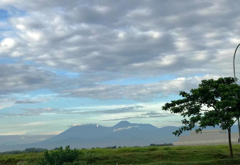 Mountain and Cloud by muhadi65