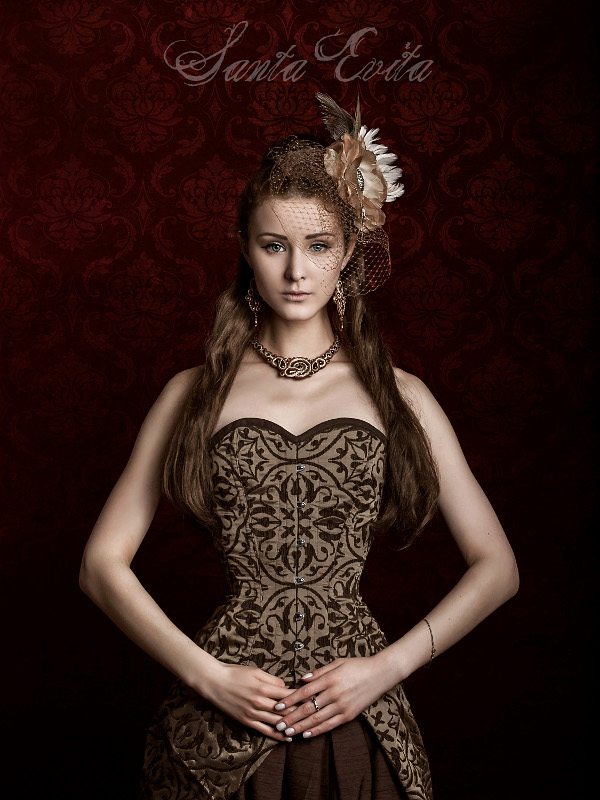 The Queen by Santa-Evita