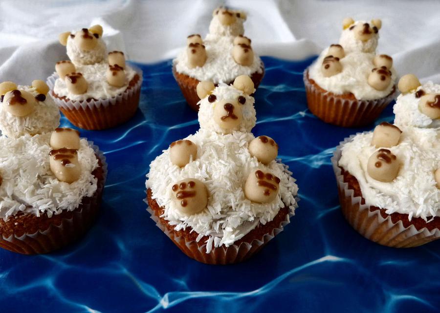 Polar Bear Cupcakes by Mafiakiller