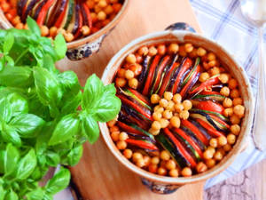 Vegan ratatouille with chickpeas by veggiefish-cz