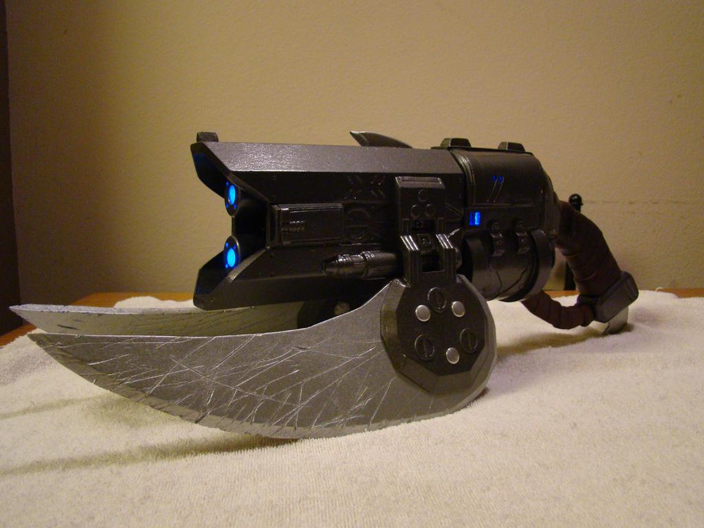 Halo 3 Brute Spiker lifesized by Hyperballistik