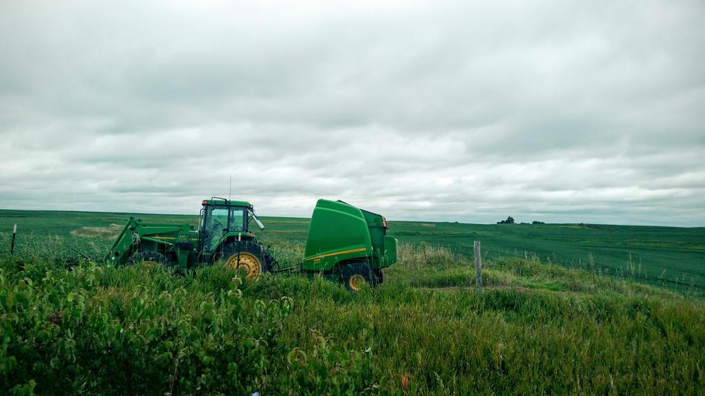 Tractor  by pandorasconviction