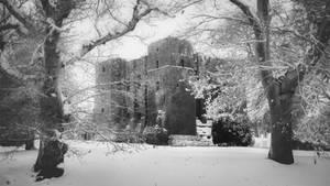 Kenilworth Castle Snow V BW