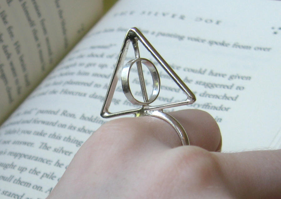 spinning Deathly Hallows Ring by Peaceofshine