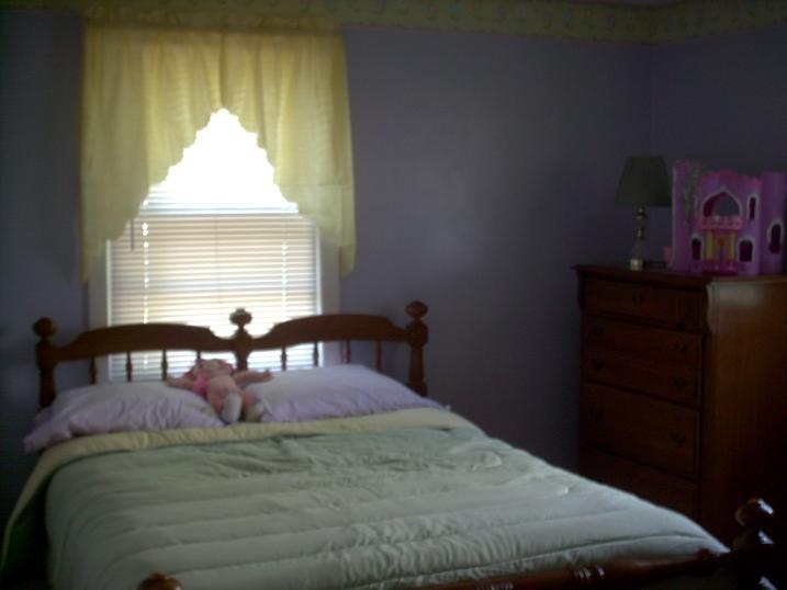 Small girl's bedroom