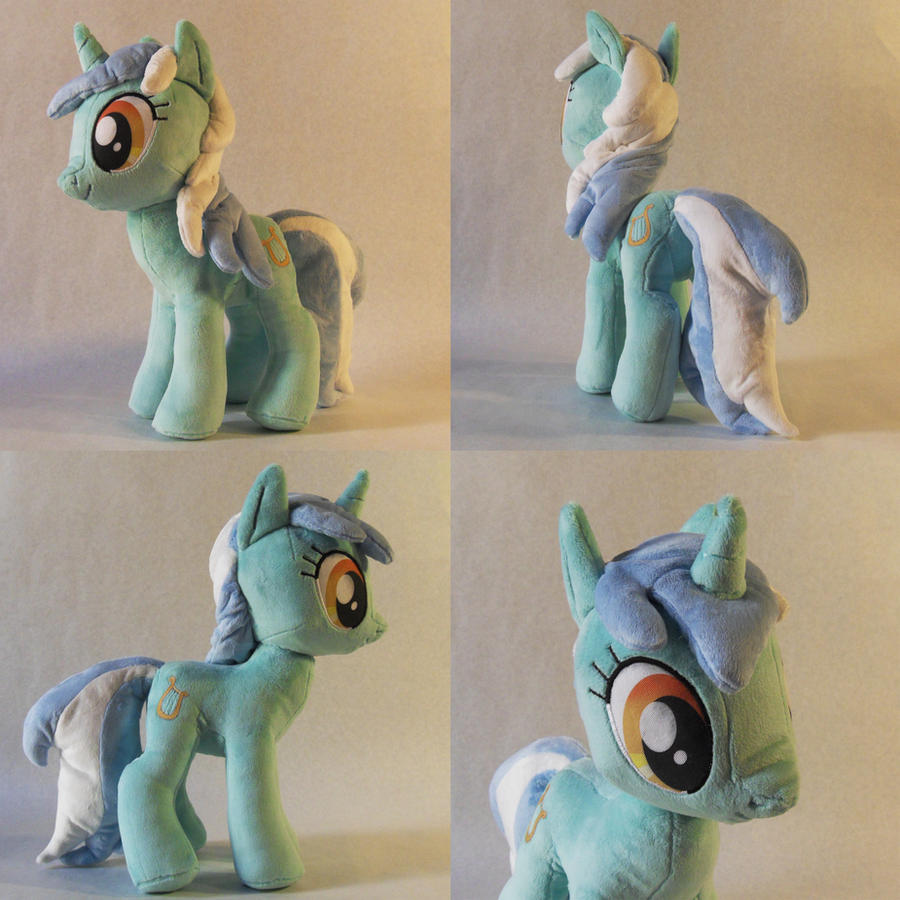 Lyra Plush by TheGrillosLab