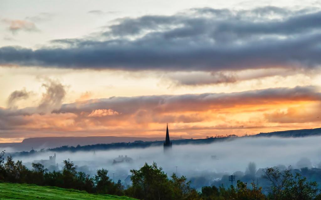 sunrise through the fog by derrybarry