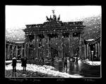 Brandenburger Tor in the snow by RoodyN