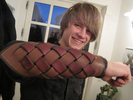 Weaved leather armguard 2