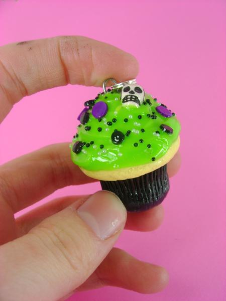 Skull Candy Cupcake by monsterkookies
