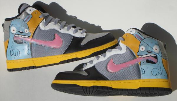 http://fc02.deviantart.net/fs37/i/2008/273/f/a/More_custom_Nikes_by_BiLBetsOviC.jpg