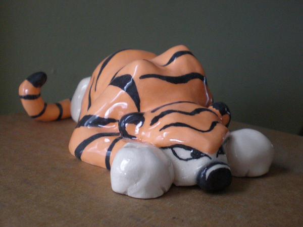 Sneaky Hobbes by leodragon42