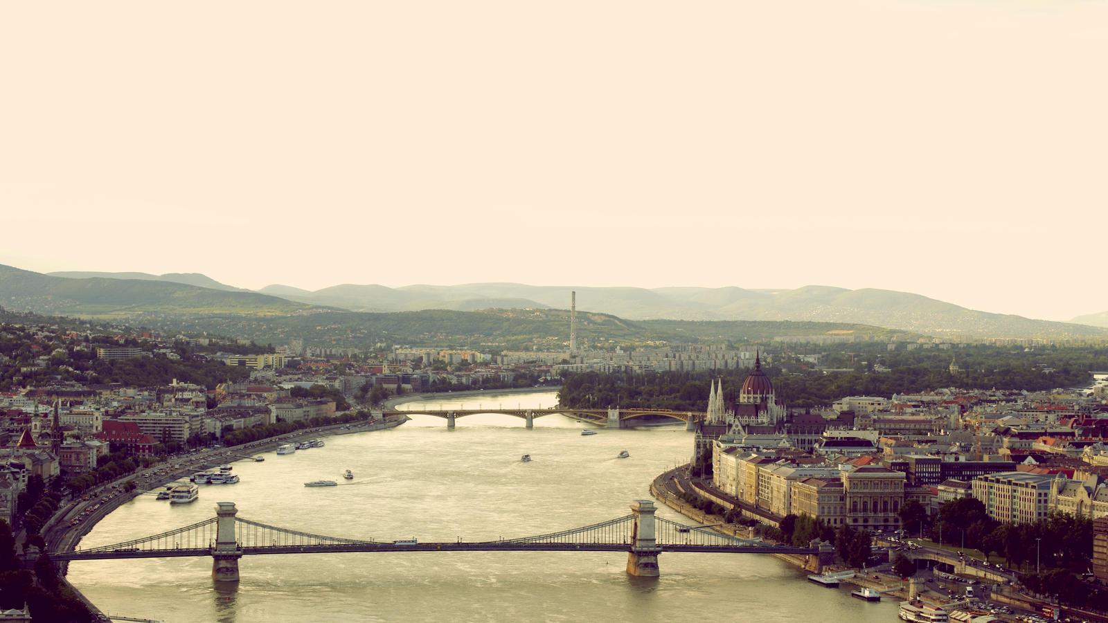 Budapest by devyyard