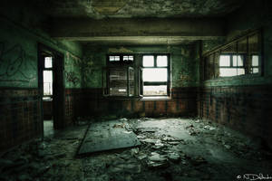Decaying Room