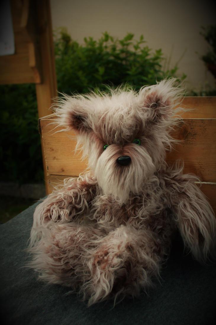 Grumpy Bear by Blodsravn
