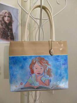 Little dreamer child on a little bag