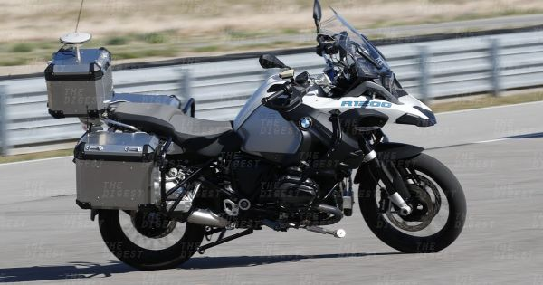 BMW-self-driving-motorcycle-600x315 by Velocity0156